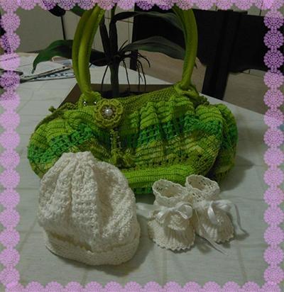 Gorrinho, Sapatinho e Bolsa de Crochê