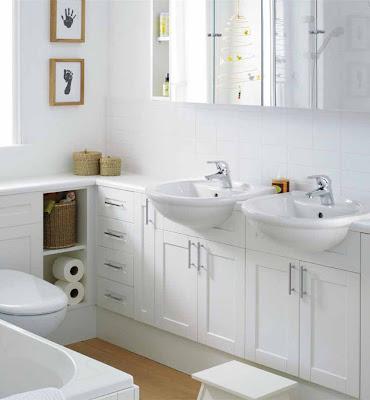 Kamar mandi mungil kecil minimalis white