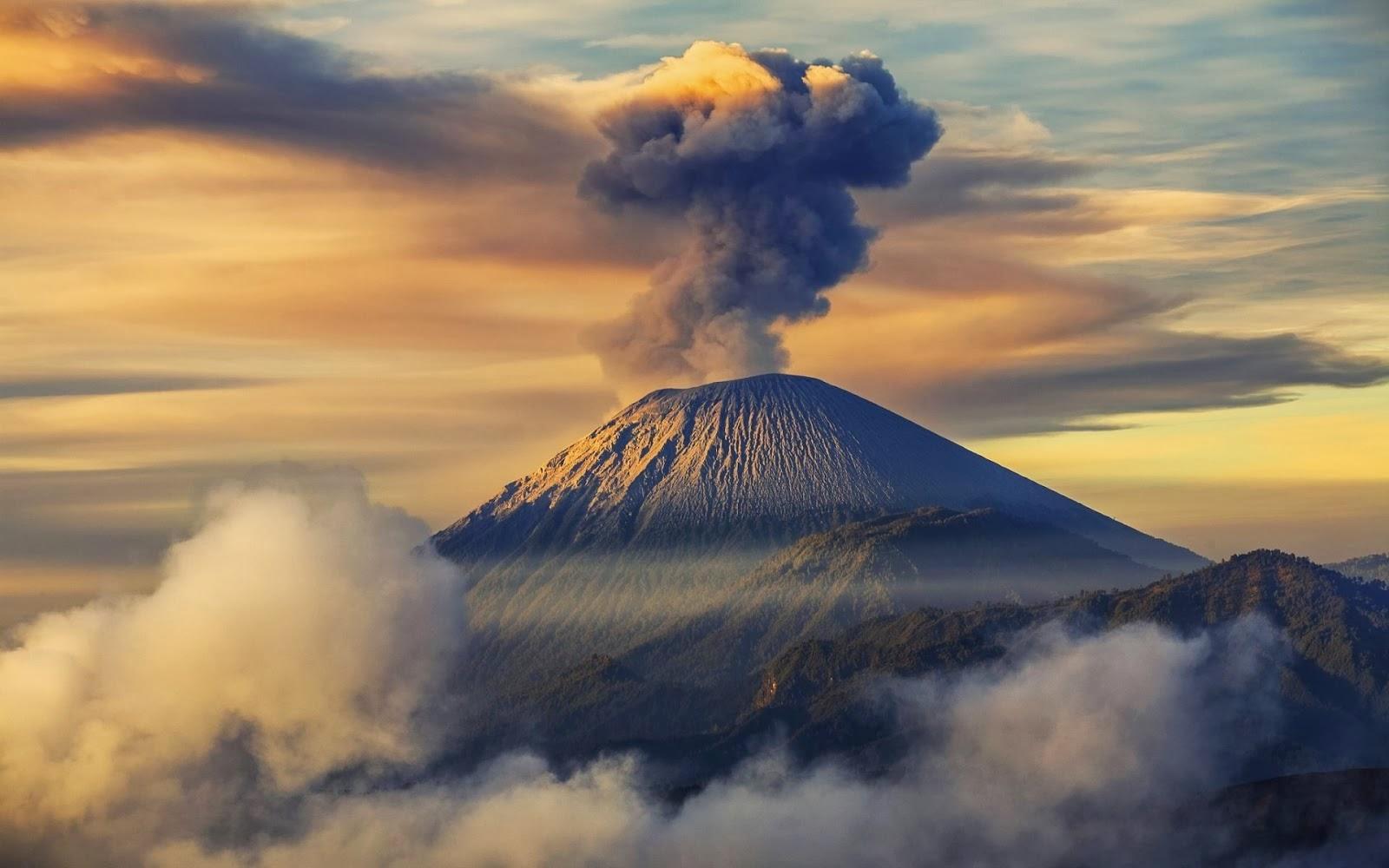 Gunung Semeru via blogspot.com