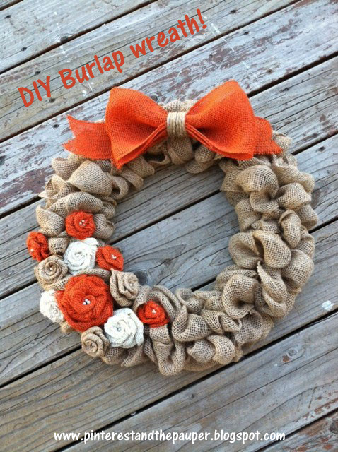 http://pinterestandthepauper.blogspot.com.es/2013/08/yes-another-burlap-wreath-and-again.html