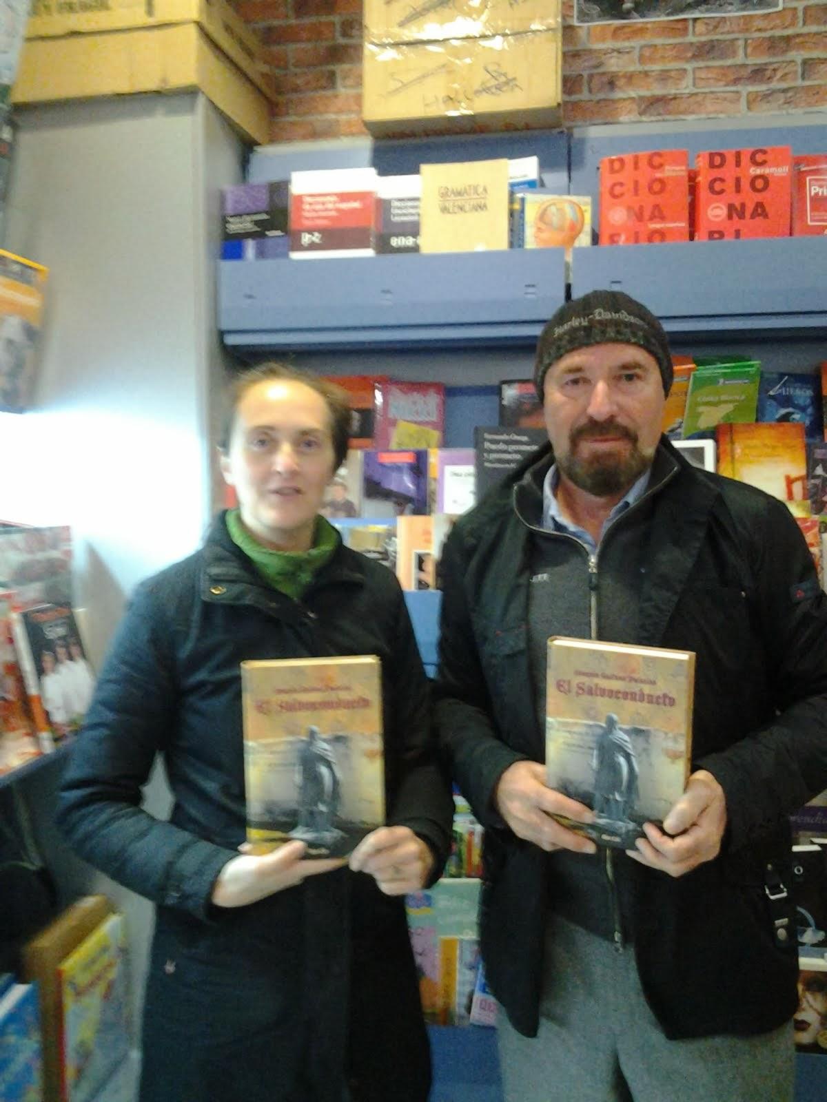 Con Mónica, librería Rubicón, Torrellano (Elche).
