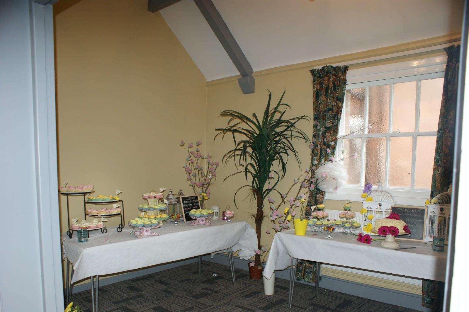 DIY WEDDING DESSERTS TABLE; CUPCAKE TABLE