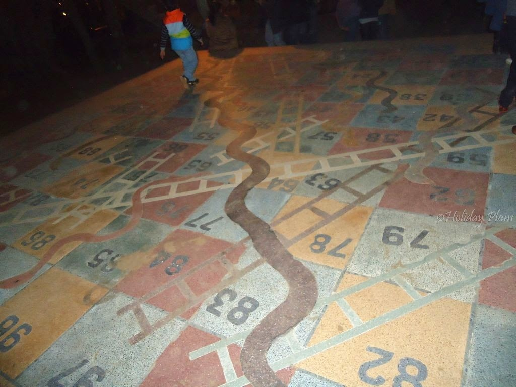 images of snakes and ladders game