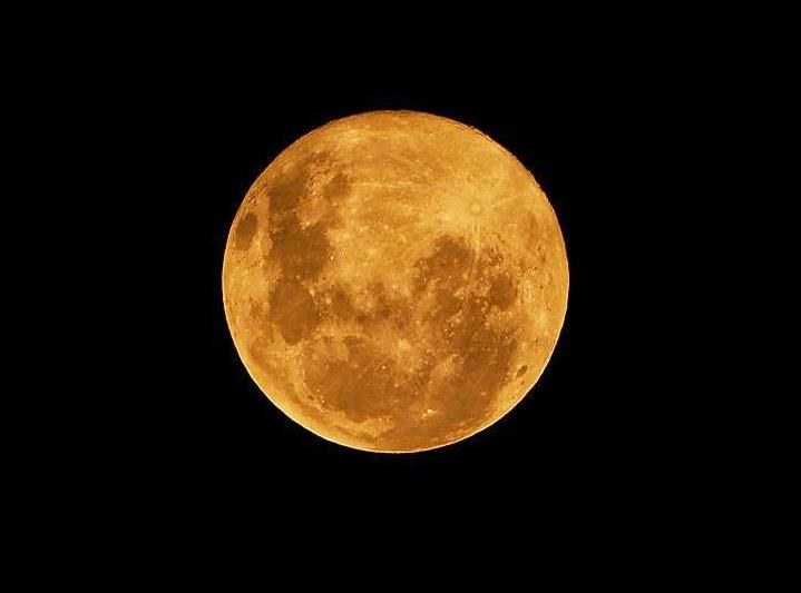 Malam Ini, Bulan Purnama Bakal Hiasi Langit Bumi