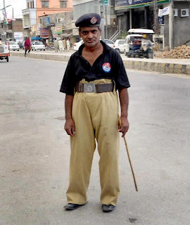 funny police man in pakistan