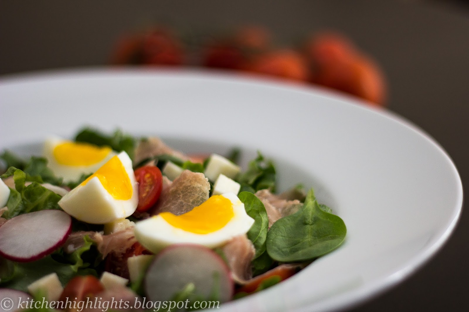 Prepared with fresh cherry tomatoes, lettuce, spinach, arugula, radishes, mozzarella, prosciutto and soft boiled eggs, this salad is light yet nourishing