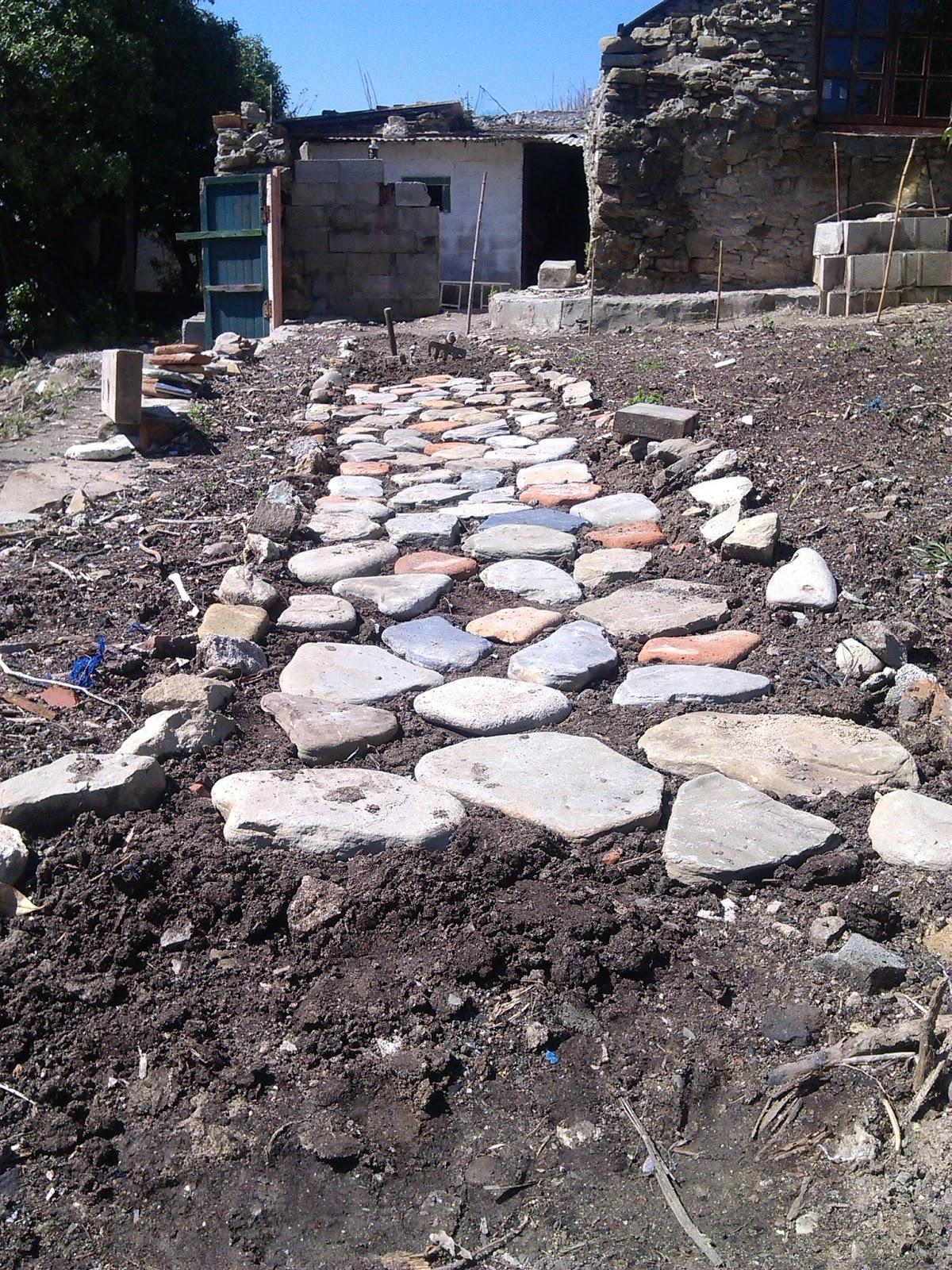 Arquitectura camino piedra for Caminos de piedra en jardines