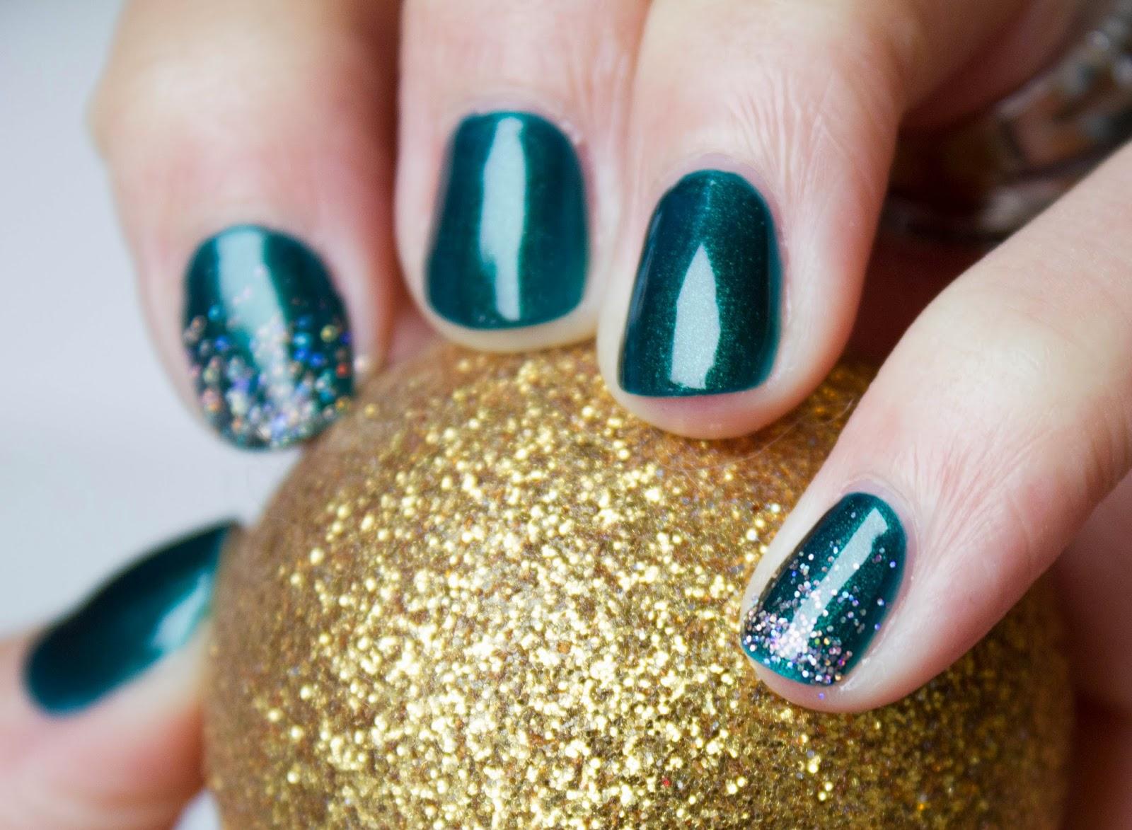 nail manucure vernis vert noel nailart mani pailette dégradé or kiko multichrome