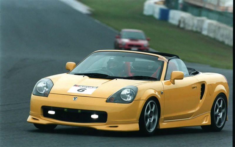 Toyota MR2, MK3, roadster, japoński sportowy samochód, wygląd, zdjęcia, JDM, na torze wyścigowym, żółta