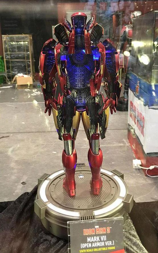 Hot Toys' 1/6 Deadpool... Ryan Reynolds Number