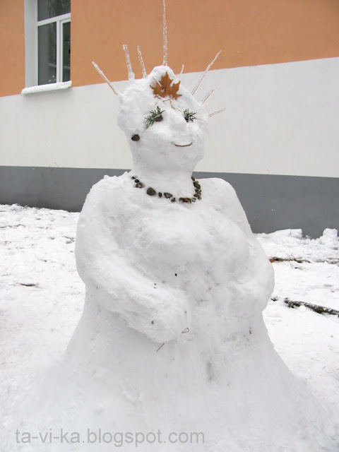 Снегурочка - фигура из снега