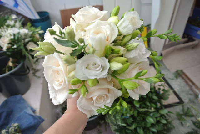 DIY wedding posy roses freesias lisianthus