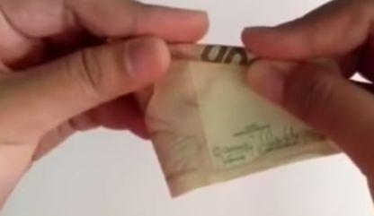 gambar melipat uang kertas menjadi bunga