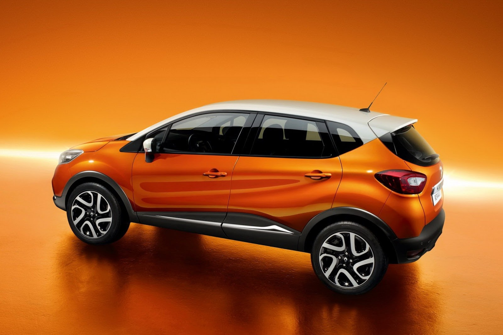 New renault captur puts a crossover twist to the clio for Housse zip collection captur