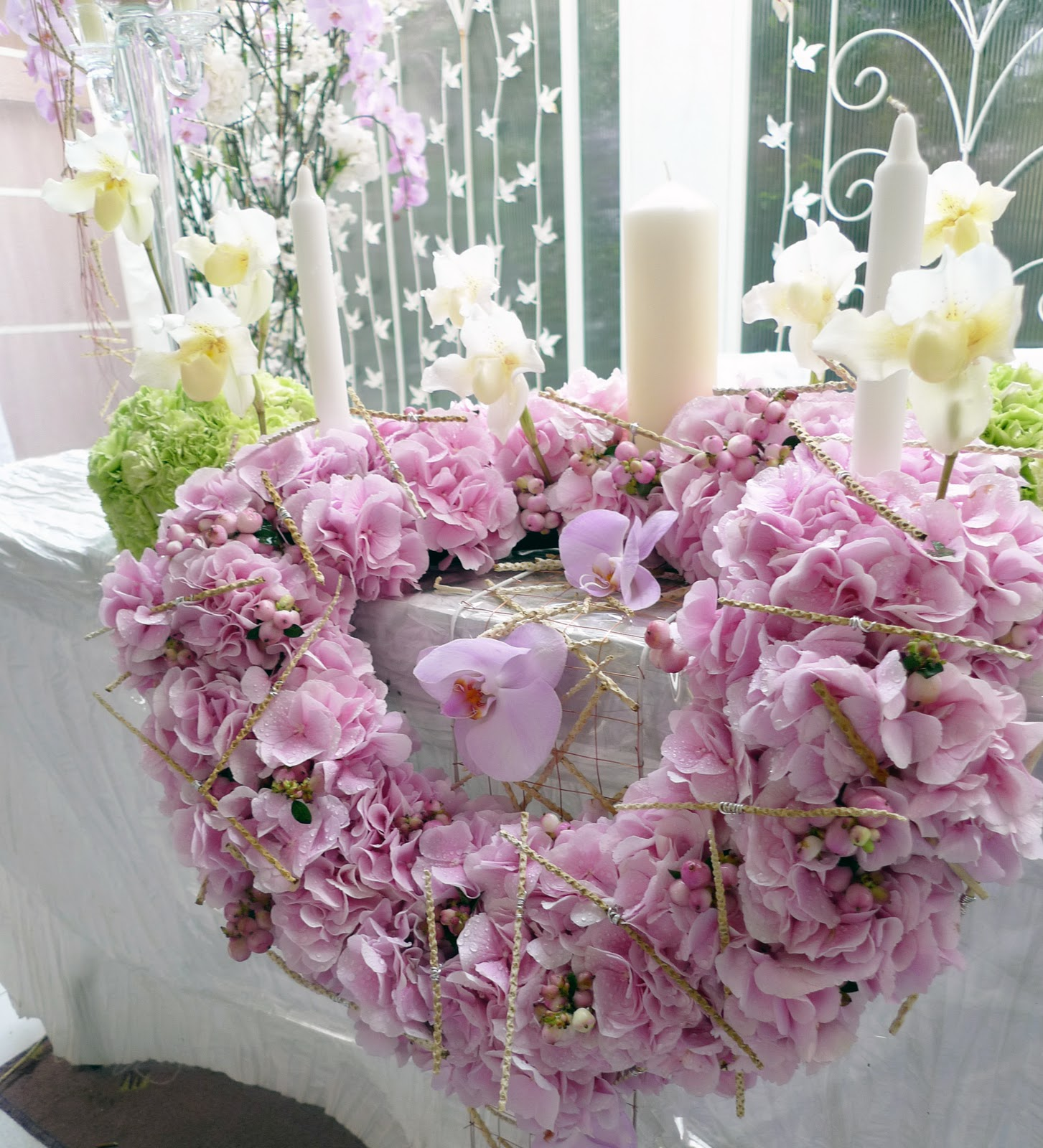 Wedding flowers decorations romantic decoration for Floral wedding decorations ideas