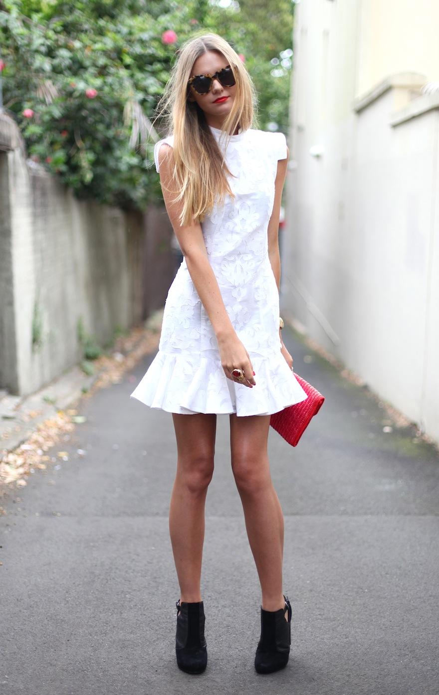 Фото блондинка в юбке платьях 12 фотография