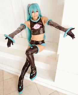 Aira Cosplay as Vocaloid Hatsune Miku Space
