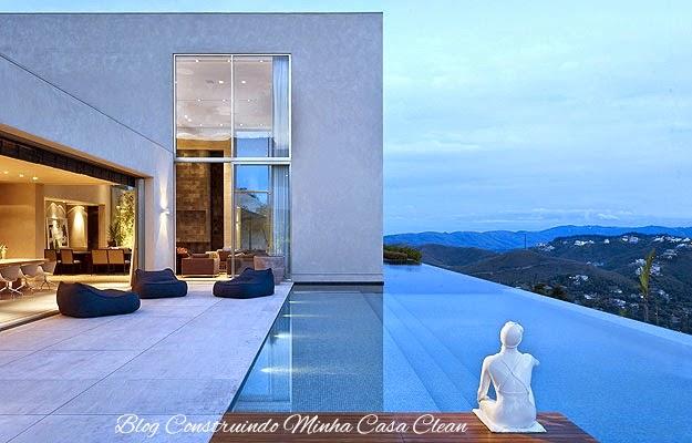 Construindo minha casa clean 45 piscinas suspensas for Piscinas para casas modernas