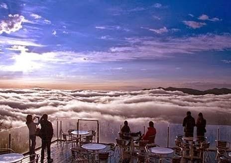 Terraço a mil metros encanta com mar de nuvens