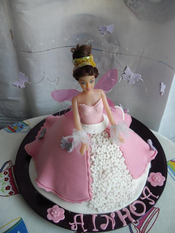 Tarta Barbie con Mariposas Volando