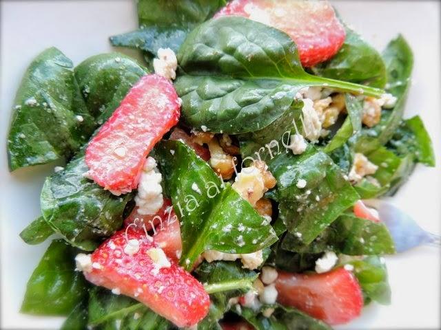 insalata con spinacini e fragole