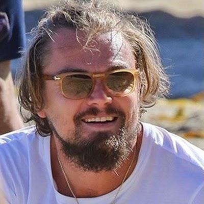 Leonardo DiCaprio apareceu com um novo visual durante partida de vôlei