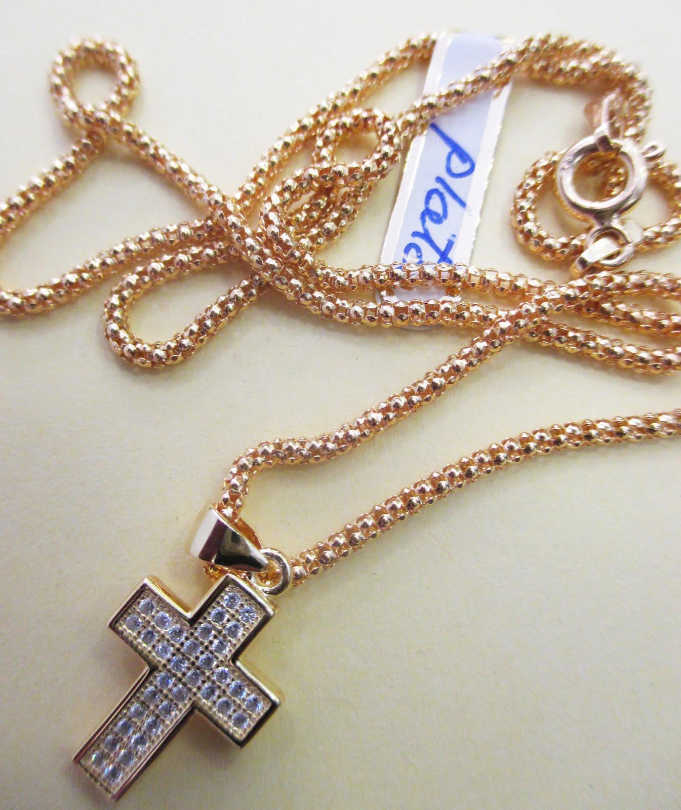 Cruz y cadena de plata dorada