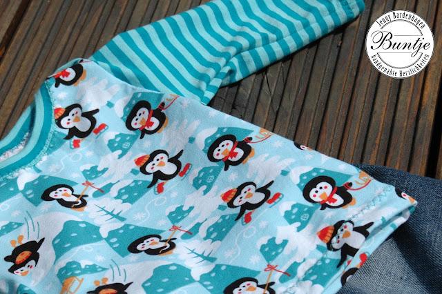 handmade nähen Baby Kombi 50/56 Jersey Shirt amerikanischer Ausschnitt Jeans Gummizug Farbenmix Zwergenverpackung Räuberhose Buntje recycelt Lillestoff Penguins Pinguine Winter