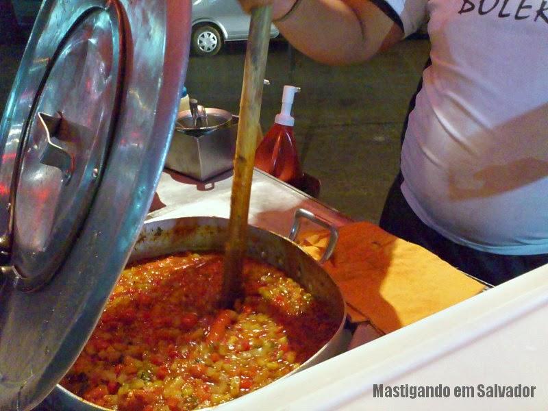 Hot-Dog do Bolero: Uma das panelas com as Salsichas e o Molho