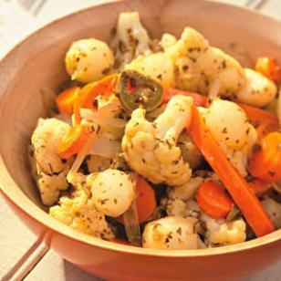 """<img src=""""recetas-con-verduras.jpg"""" alt=""""las verduras se pueden combinar con frutas o pastas para preparar ensaladas"""">"""