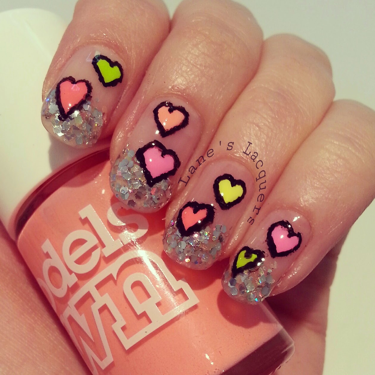 glitter-tips-neon-love-hearts-negative-space-nail-art (2)