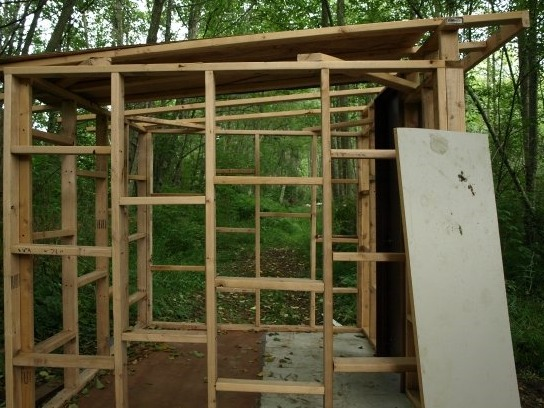 Delicieux How To Build A Storage Shed Out Of Recycled Materials