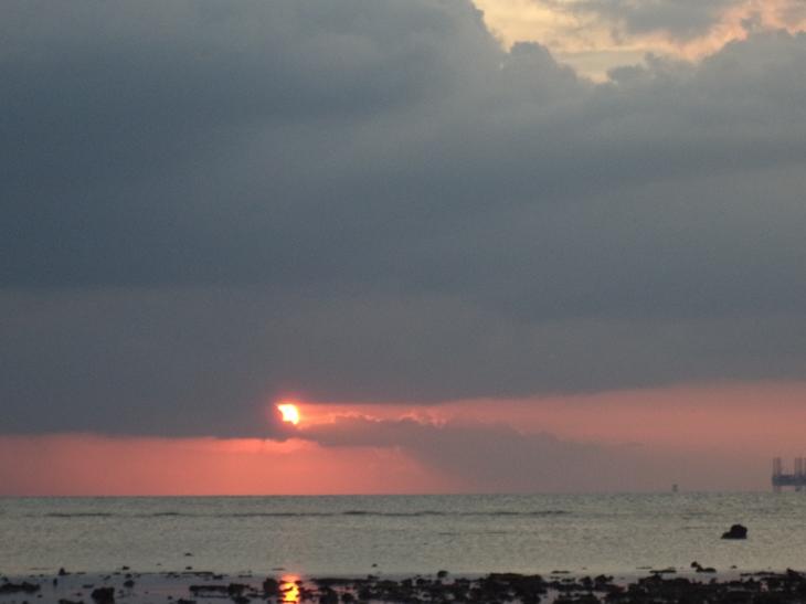 Sunset di Pulau Ajaib