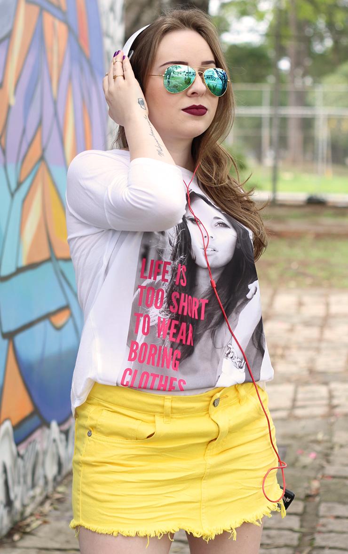 Look com saia jeans Priscila Simões