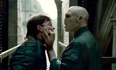 Harry y Lord Voldemort en una escena de Harry Potter y las reliquias de la muerte. Parte 2