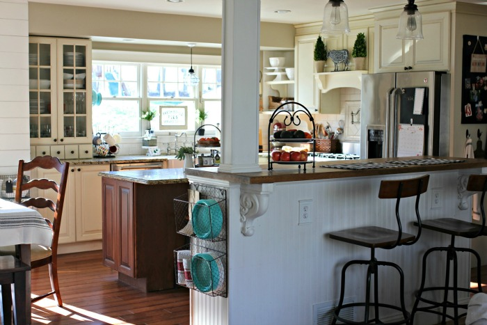 DIY farmhouse style kitchen with white cabinets - www.goldenboysandme.com