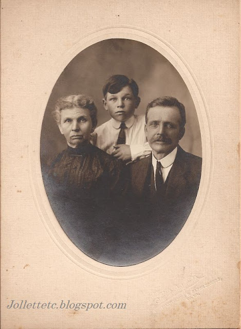 Unidentified family in collection of Jollett, Davis, Ryan, Woodring, Rucker photos