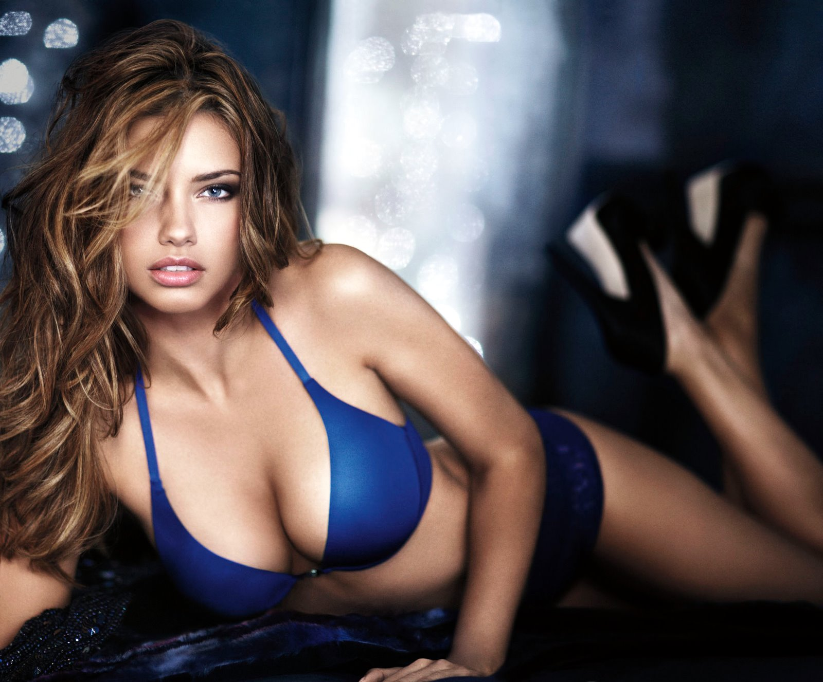 Top 10 of the Hottest Female Celebrities of the World