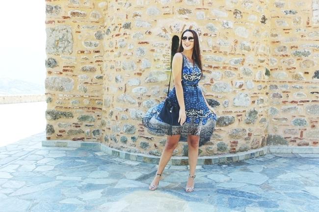 Snakeskin outfit.Snakeskin dress and sandals.Bershka skinny belt.Black bucket bag.Ray Ban Aviator sunglasses.Zmijski print haljina i sandale.