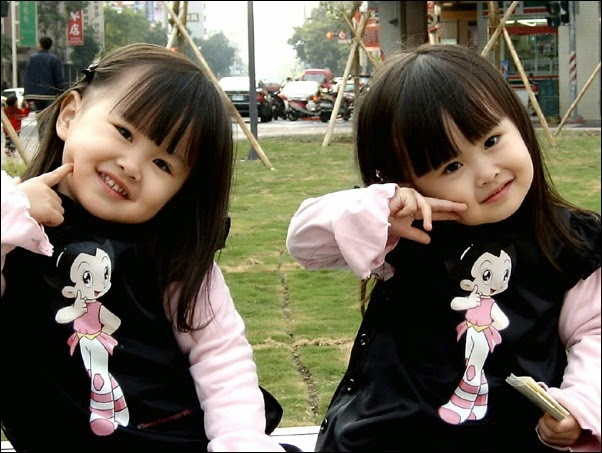 foto bayi kembar lucu