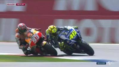 Valentino Rossi Sah Jadi Juara MotoGP Belanda 2015 Meski Sempat Memotong Jalur Marquez