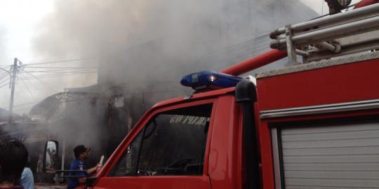 Lift terbakar di showroom Mazda, 15 mobil pemadam kebakaran dikerahkan