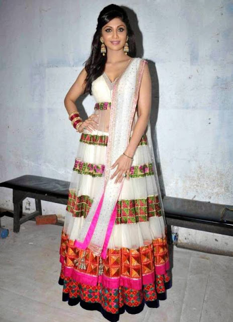 "1813-Shilpa Shetty Goes Full-on Traditional at ""Nach Baliye"" Finale Shoot"
