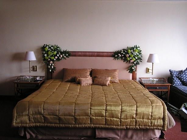 Alamanda puspita dekorasi kamar pengantin for Dekorasi kamar pengantin di hotel