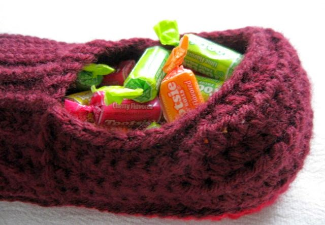 https://www.etsy.com/listing/223540221/crochet-ribbed-slipper-shoe-candy-holder?ref=related-0