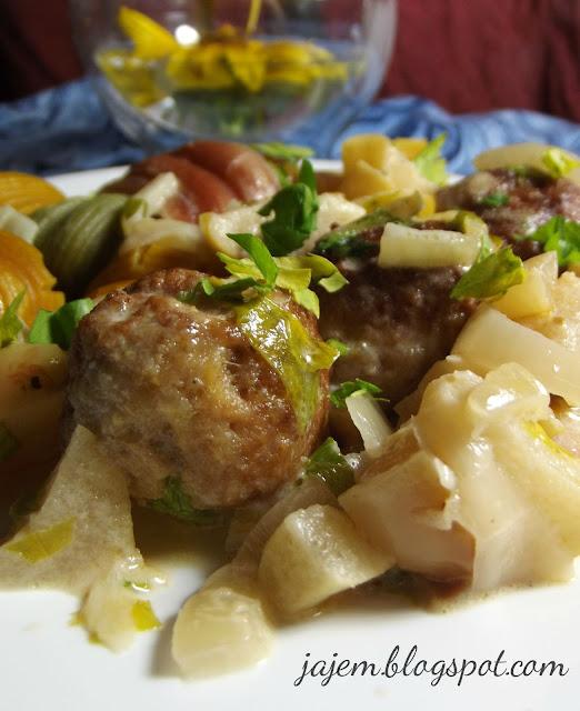 Pulpety w sosie z jabłek