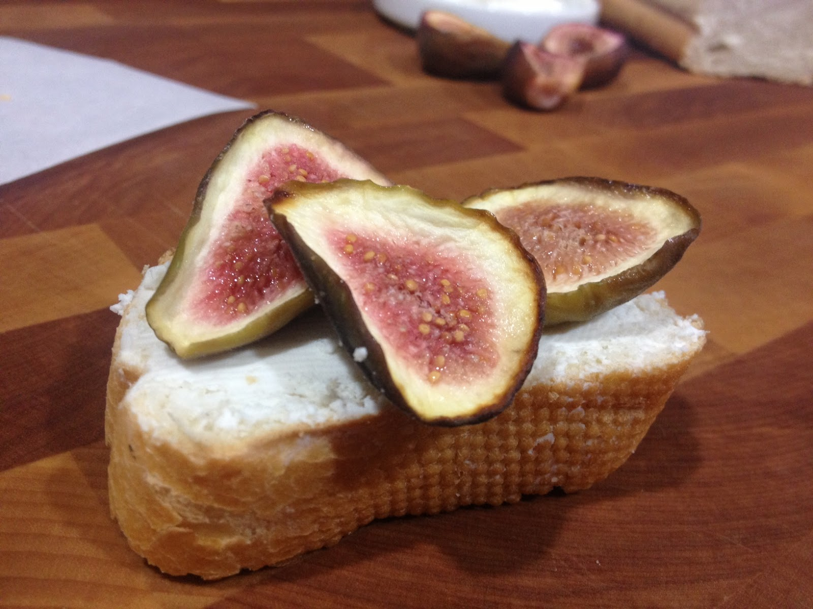 Oregon Transplant: Fig and Goat Cheese Crostini