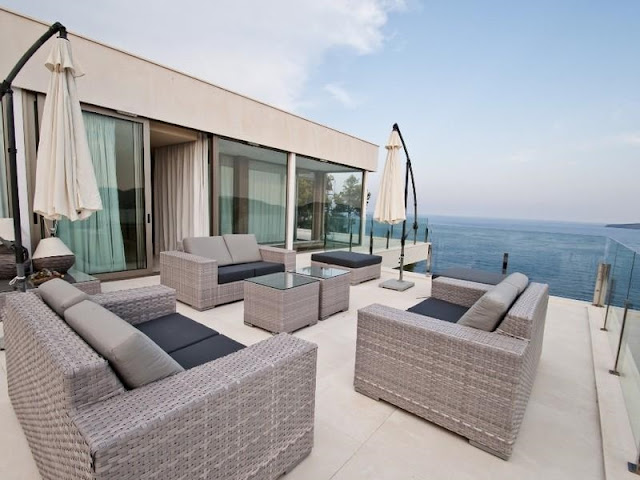 Top floor terrace with the ocean views