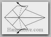 Bước 7: Gấp hai cạnh giấy sang trái