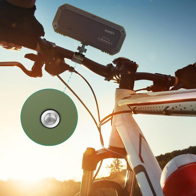 カメラの雲台(カメラネジ)に固定できるミリタリ風Bluetoothワイアレススピーカ(防水) Aukey SK-M8 Bluetooth
